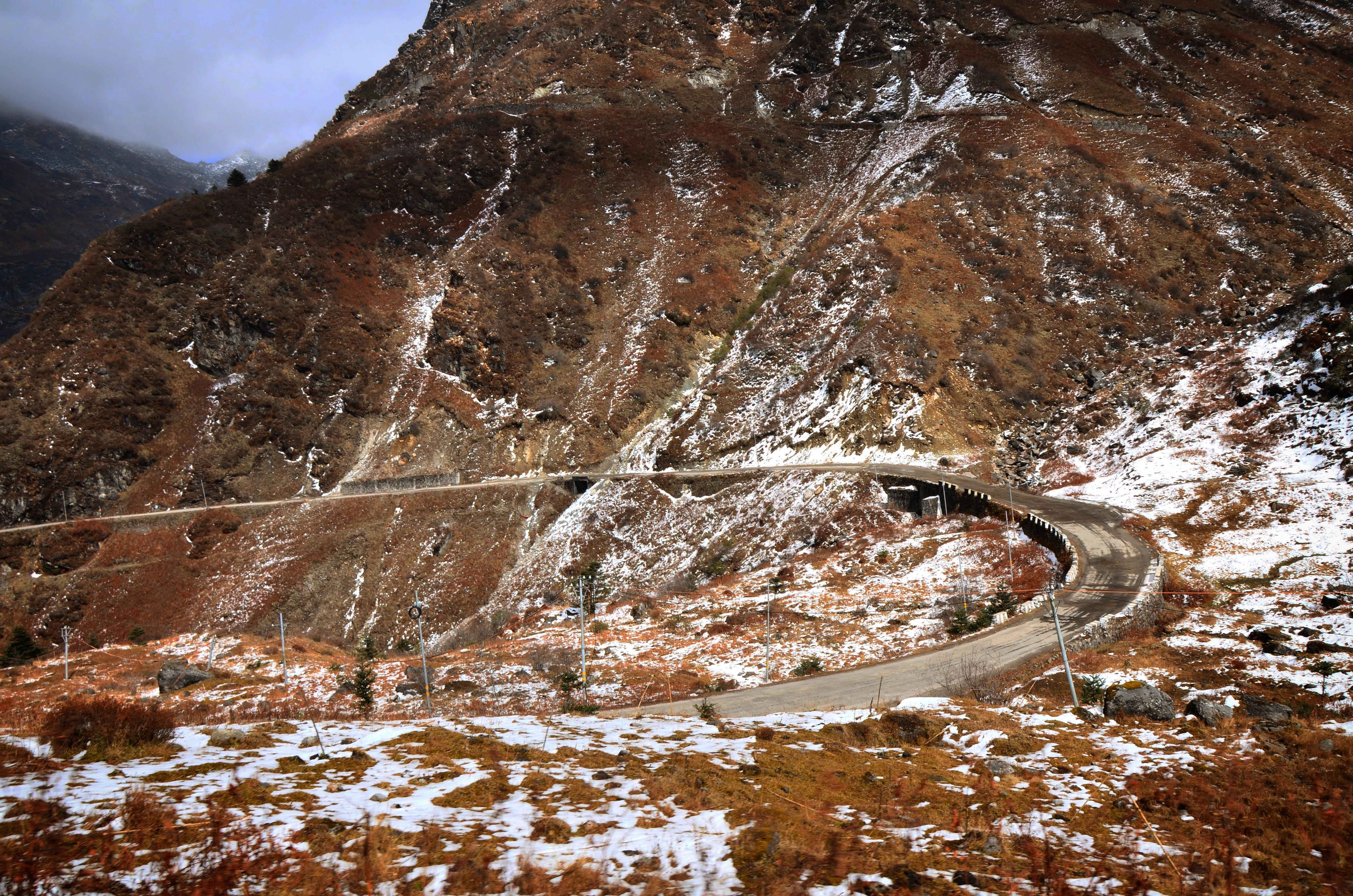 road-to-tsomgo-lake-baba-mandir